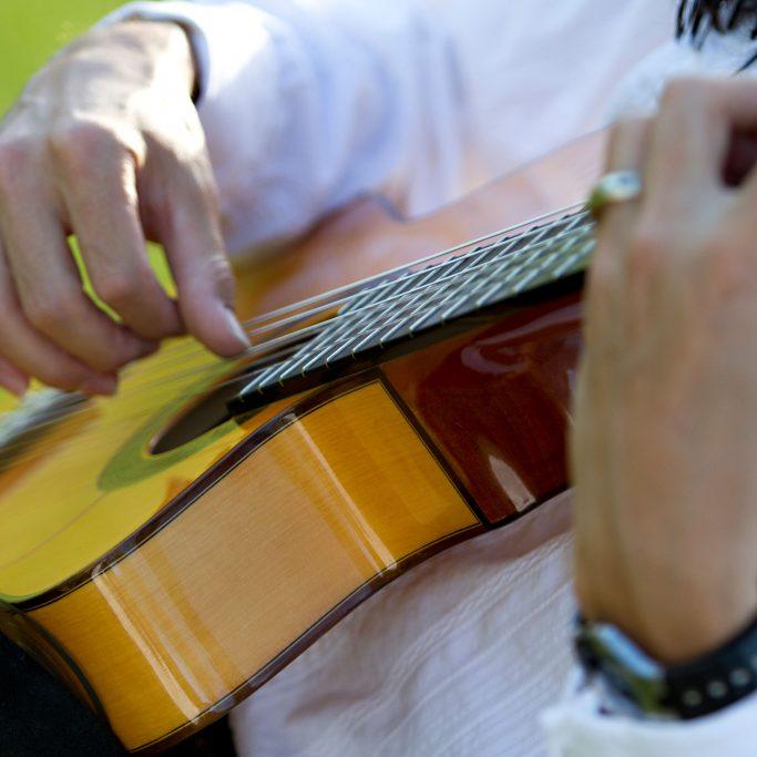 guitarclose1